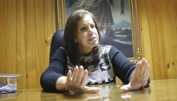 """""""El propio ingeniero Fujimori [debe] actuar con consecuencia de una persona que habiendo cometido delitos ha sido perdonado"""", también comentó Lourdes Flores Nano. (Foto: Archivo El Comercio)"""