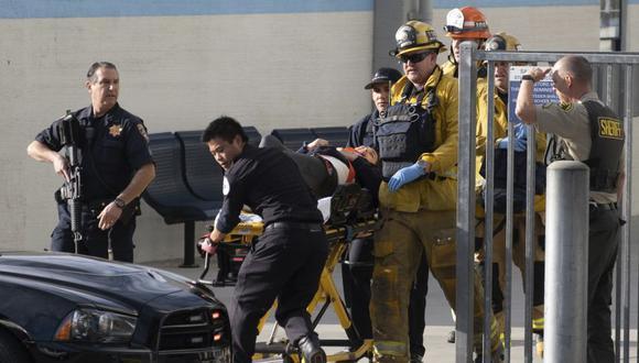 """De las cinco víctimas, cuatro fueron hospitalizadas en """"estado crítico"""" justo después del ataque en la ciudad de Santa Clarita, pero dos de ellas, una joven de 16 años y otro de 14, murieron a consecuencia de sus heridas en el hospital. (Foto: AP)"""