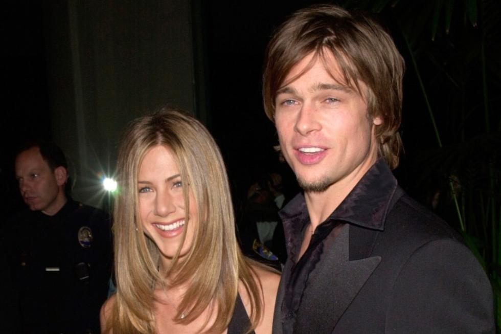 Jennifer Aniston y Brad Pitt se reunirán en una lectura de libreto virtual que tendrá por finalidad recaudar fondos para instituciones benéficas en el marco de la pandemia por Coronavirus. En esta galería, recordamos algunos de sus momentos más 'fashionistas' como pareja. (FOTOS: Shutterstock)