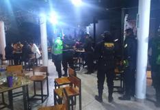 Piura: encuentran a 20 personas bebiendo alcohol en local que funcionaba bajo fachada de pollería