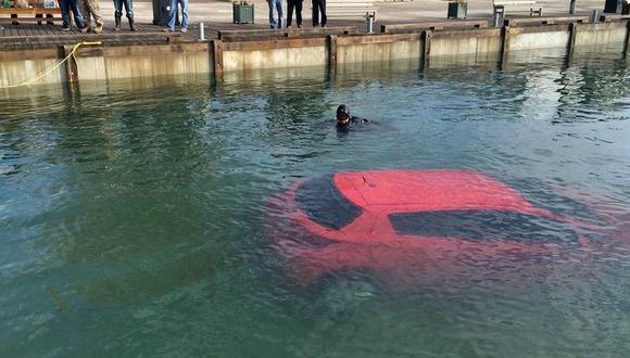 Por seguir su GPS acaba en el fondo de un lago