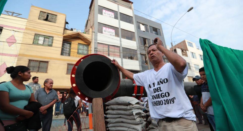 Vecinos de San Juan de Lurigancho realizan protesta al cumplirse un año del aniego de aguas servidas por colapso de tubería de Sedapal.  (Lino Chipana / GEC)