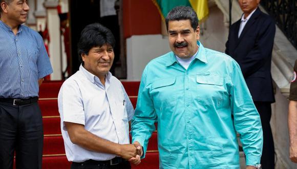 El presidente de Venezuela Nicolás Maduro saluda a su homólogo de Bolivia Evo Morales en el palacio de Miraflores en Caracas, Venezuela. (Foto: EFE/Cristian Hernández)