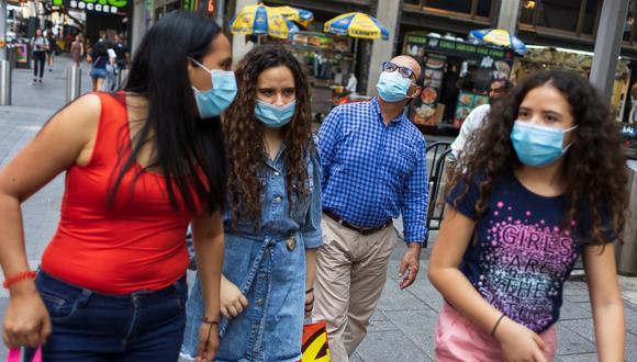 Gente circulando por las calles de Nueva York. (Foto: EFE)