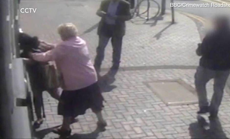 Doreen Jones es el nombre de la valiente mujer que, pese a su edad, decidió defenderse de este asalto con su propias manos. El hecho ocurrió en la localidad de Blackheath, cercana a Birmingham, en Inglaterra. (Foto: TeleNews)