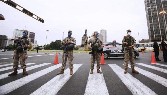 Las fuerzas del orden resguardan el cumplimiento del estado de emergencia. (Foto: GEC)