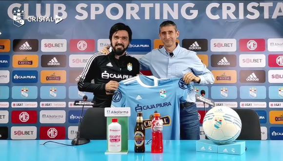 Jorge Cazulo estuvo acompañado del Director General del club, Juan José Luque. (Foto: Sporting Cristal)
