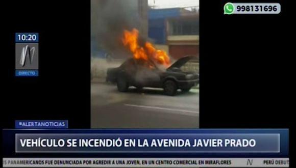El incendio generóinterrupción del tránsito de vehículos. (Captura: Canal N)