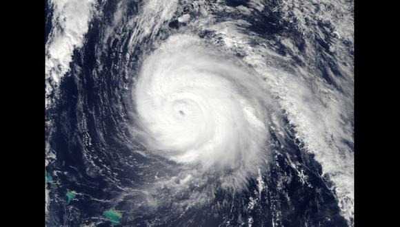El poderoso huracán Gonzalo dejó sin luz a las islas Bermudas