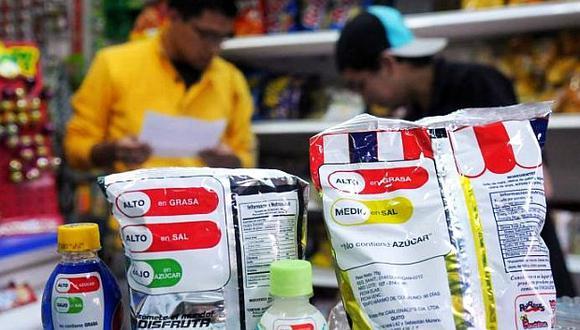 El parlamentario Daniel Salaverry, sin embargo, pide modificar la Ley de Etiquetado de Productos Industriales para que la información referida al porcentaje del contenido de azúcar, grasa y sales en alimentos y bebidas sea expresado en un gráfico de barras de colores rojo, amarillo y verde, como un semáforo. (Foto: archivo)