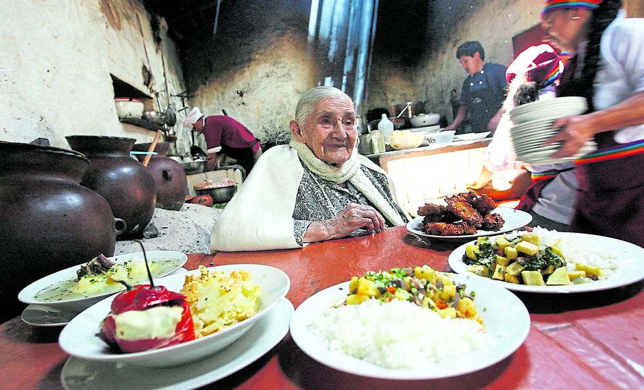 La recordada Lucila Salas, difusora de la profunda cocina arequipeña. Picantera protagónica que ayudó a gestar los sabores regionales.