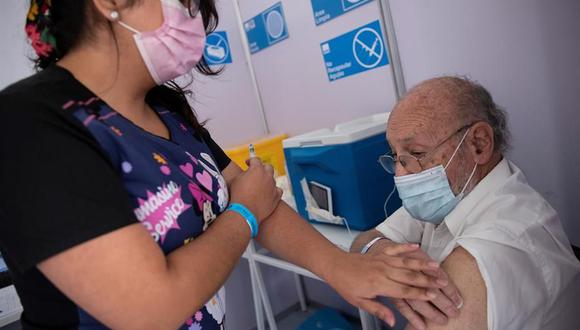 Los adultos mayores se encuentran en el grupo de riesgo por el coronavirus. (Foto: Referencial/EFE/Alberto Valdés).