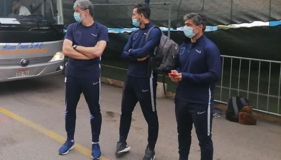 La imagen que se filtró de Daniel Ahmed junto a su comando técnico luego del descenso de Alianza Lima. (Foto: @Dmendizabalz)