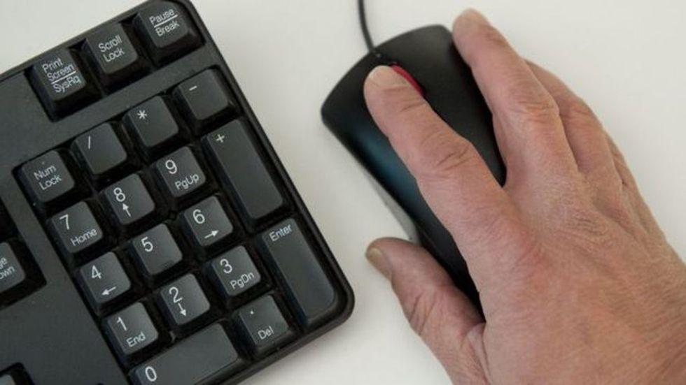 Los acosadores por internet o apps se esconden tras el anonimato para cometer sus delitos.