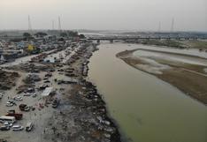 India: aparecen decenas de cadáveres de posibles víctimas de coronavirus a orillas del río Ganges