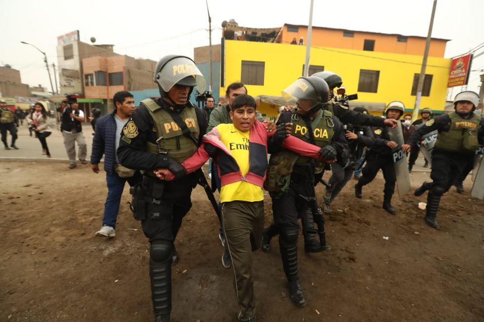 Marcha contra el peaje en Puente Piedra edja al menos 12 detenidos. (Alessandro Currarino)