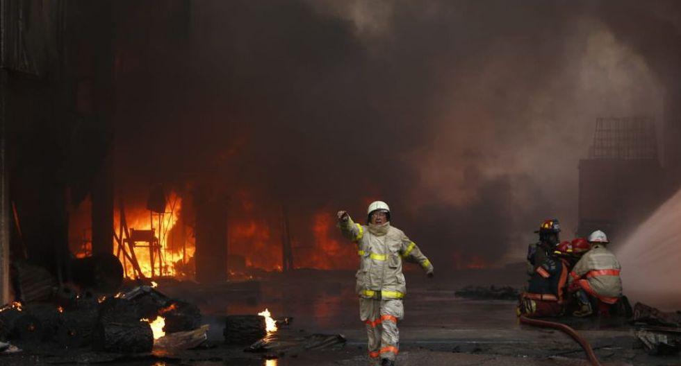 De acuerdo al portal de los Bomberos en Twitter, la emergencia fue catalogada como código 3. (Fotos: GEC/ José Rojas Bashe)