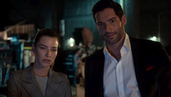 """Lucifer y Chloe se dan cuenta que la serie """"Teniente ¡Diablo!"""", está inspirado ene sus vidas (Foto: Netflix)"""