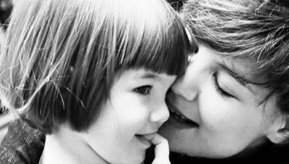 Suri Cruise Holmes y su madre Katie.