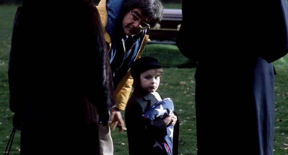 """Harvey Stephens, durante el rodaje de """"La profecía"""" de 1976."""