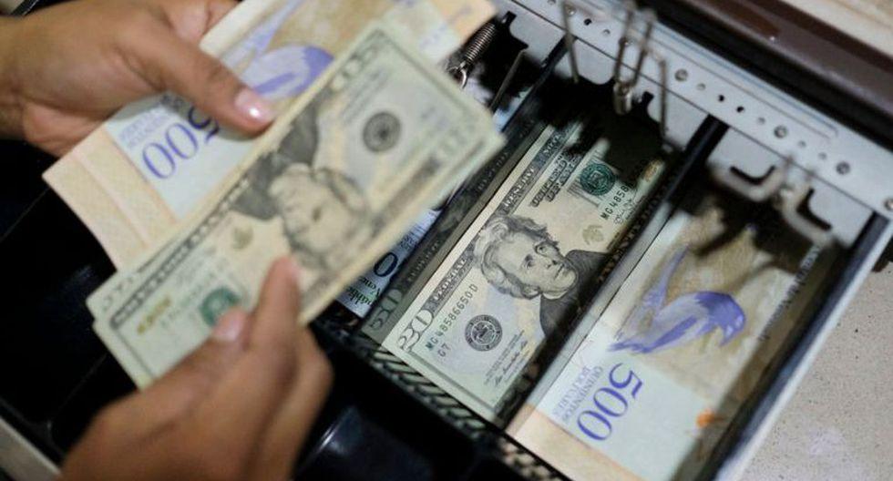 Los expertos creen que ya hay más dólares que bolívares en el país. (Foto: Getty Images)