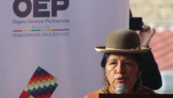 La presidenta del órgano electoral de Bolivia, María Eugenia Choque, durante la apertura de la jornada electoral este domingo en La Paz (Bolivia). (Foto: EFE)