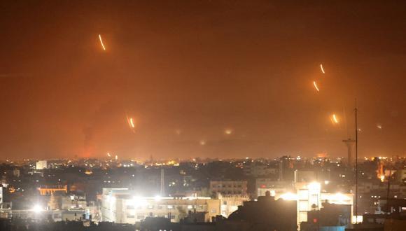Hamas lanza cohetes hacia Israel desde Rafah, en el sur de la Franja de Gaza. (Foto de SAID KHATIB / AFP).