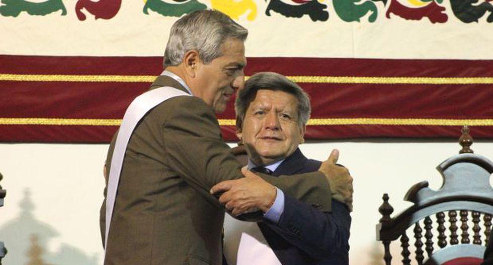 César Acuña y Elidio Espinoza juramentaron a sus cargos
