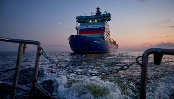 El rompehielos nuclear ruso Arktika realiza pruebas de navegación en el Golfo de Finlandia en el mar Báltico. Junio, 2020. (Nikita Greydin/Baltic Shipyard/Handout via REUTERS).
