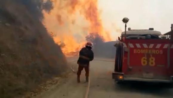 Apurímac: en su intento de sofocar las lenguas de fuego, los bomberos perdieron parte de su equipo y herramientas. (Foto: Captura de video)