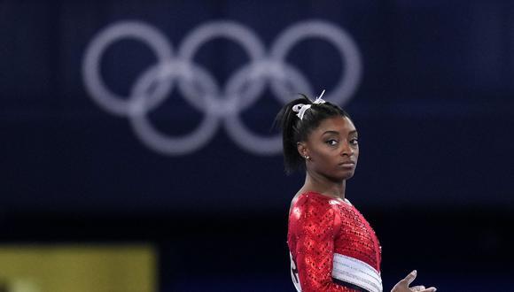 Simone Biles, figura en la lista de competencia de la viga de equilibrio, luego de renunciar a las competencias anteriores por su salud mental. (Foto: AP)