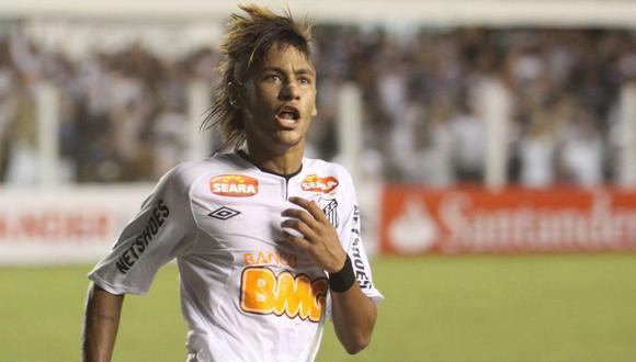 Neymar campeóno con Santos la Copa Libertadores en el 2011.