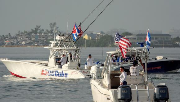 Parten de Miami varios barcos con banderas de Estados Unidos y Cuba, en apoyo a la isla. REUTERS