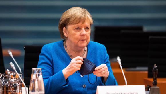 La canciller alemana Angela Merkel llega a la reunión semanal del gabinete de gobierno en Berlín, Alemania. (Foto: EFE / EPA / MAJA HITIJ / POOL).