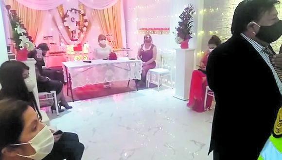 Junín: todos los asistentes estaban aglomerados en un ambiente acondicionado para celebrarse un matrimonio. (Foto: Captura de video)