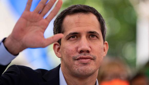 El líder de la oposición venezolana, Juan Guaido, hace gestos mientras habla durante una conferencia de prensa en la plaza Los Palos Grandes de Caracas.  (Foto: AFP / Yuri CORTEZ / archivo).