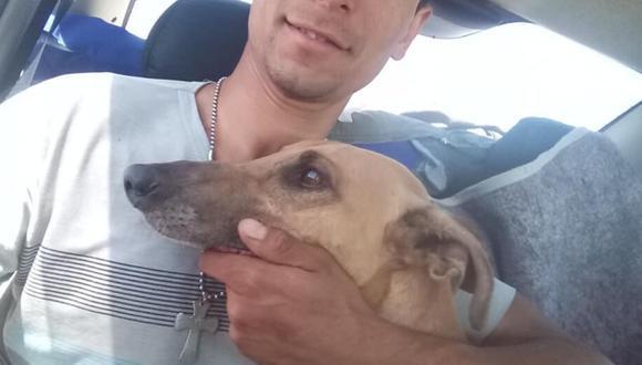 Carlos Quiroga y su perro 'Falucho' (Foto: Facebook)
