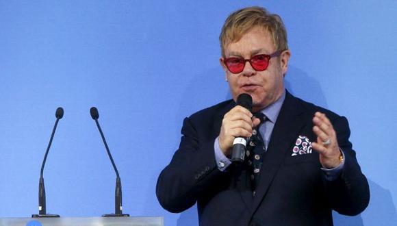 Elton John fue engañado por humorista que le dijo ser Putin