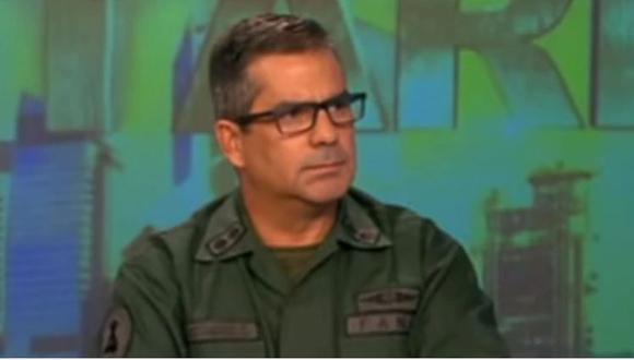 """Carlos Rotondaro: general del ejercito de Venezuela se escapa a Colombia porque no puede ser leal a un gobierno """"de incapaces y corruptos"""". (Captura de video, NTN 24)."""