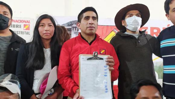 Arturo Cárdenas (de rojo) es un dirigente de Perú Libre y hombre de confianza de Vladimir Cerrón. Abogó por este en recientes eventos del partido. (Foto: Perú Libre)