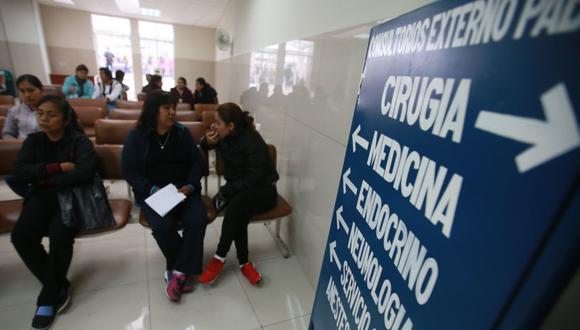 La visita a un hospital de Essalud y Minsa se encuentra en segundo y cuarto lugar en la preferencia de limeños ante un problema de salud, según Lima Cómo Vamos. (Archivo El Comercio)