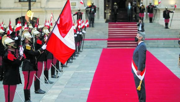 Después de su juramentación en el Congreso de la República, el presidente Francisco Sagasti recibió honores en Palacio de Gobierno. (Foto: Hugo Pérez / El Comercio)