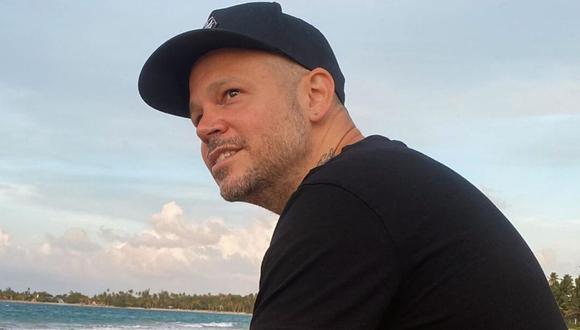 """El cantante """"Residente"""" se encuentra en Puerto Rico, mientras su pequeño hijo se encuentra en Argentina. (@residente)."""