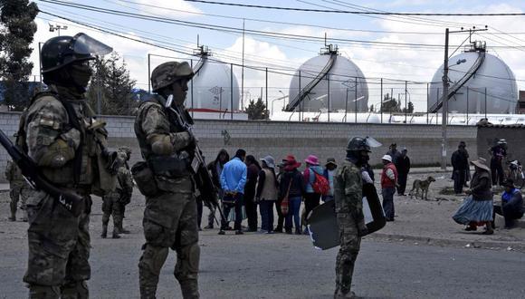 La Defensoría del Pueblo de Bolivia confirmó la muerte de ocho personas tras un operativo militar y policial que buscaba desbloquear el paso para llevar combustibles desde la planta de Senkata hasta la vecina ciudad de La Paz. (Foto: AFP)