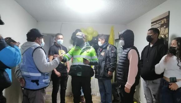 Policías y agentes municipales llegaron a la vivienda ubicada en la urbanización Tarapacá. (Foto: Municipalidad del Callao)