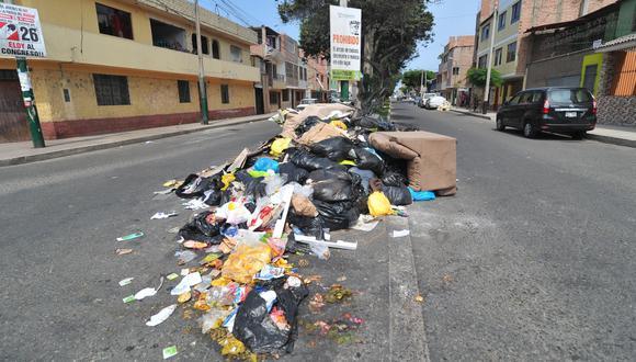 Acumulación de basura en calles de Surco tras dos días sin servicio de recopilación de desperdicios. (Foto: Diana Marcelo)