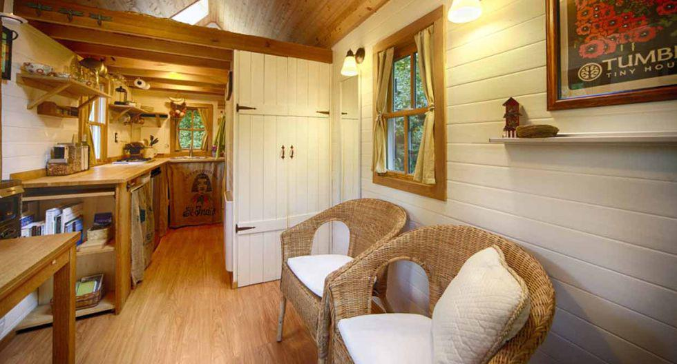 Esta pequeña casa de 15 metros tiene todo lo necesario para vivir cómodamente.  (Foto: Airbnb)