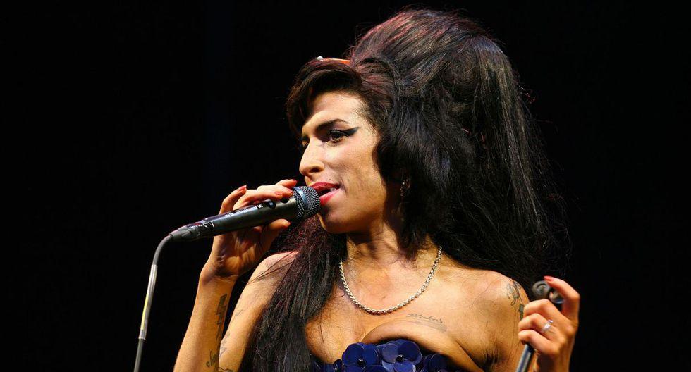 En una presentación en Lisboa en 2008, Winehousetardó más de media hora en subir al escenario, no pudo articular bien las letras de sus canciones, por lo que se retiró pidiendo disculpas. (Foto: AFP)