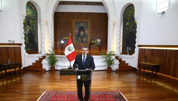 Manuel Merino logró sentarse en el sillón presidencial gracias a los votos de 105 congresistas. Menos de una semana después, no tenía más el respaldo del Parlamento. (Foto: Presidencia)