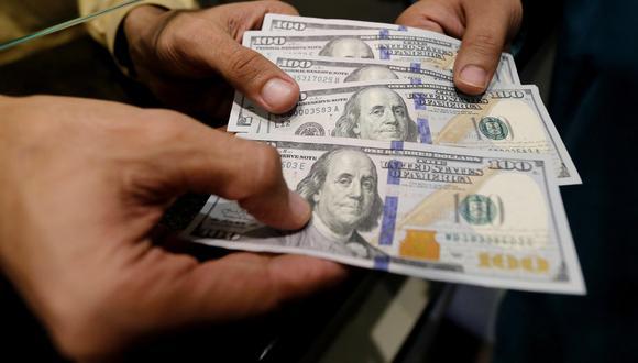 En la semana, el dólar acumuló una pérdida de 4.19%. (Foto: EFE)